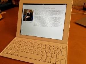Mithilfe einer Tastatur wird ein iPad fast zum Laptop