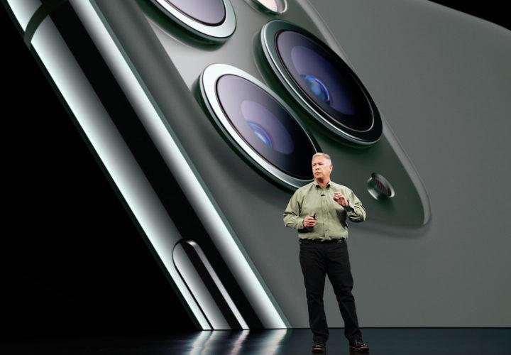 Phil Schiller mit dem iPhone 11 Pro auf der Apple Keynote 2019